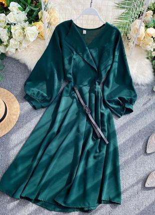 Платье с кожаным ремнем