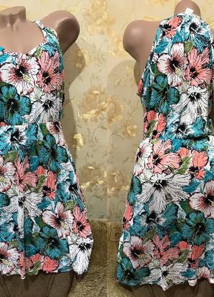 Платье в яркие цветы