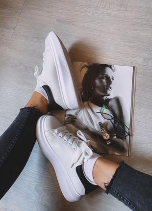 Прекрасные повседневные кроссовки
