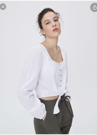 Белая блузка с вырезом sinsay