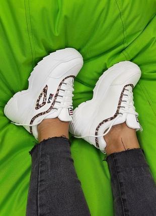Белые кроссовки на платформе, леопардовые вставки