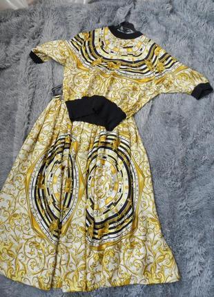 Стильный костюм атлас с вязаными манжетами брендовый принт