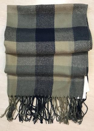 Очень красивый и стильный брендовый широкий шарф в клетку.