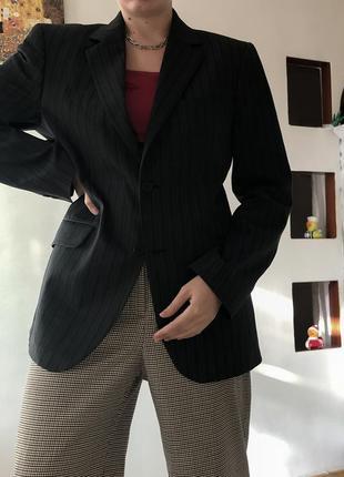Однобортный классический пиджак в полоску оверсайз объёмный приталенный
