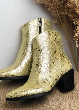 Ботинки ботильоны на низком каблуке 6см из натуральной кои желтый питон