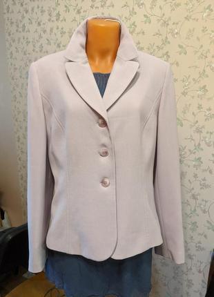 Пиджак цвет нюдовый с сиреневатым бледным