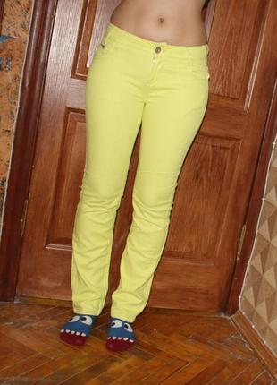 Джинсы желтые яркий плотные 44р