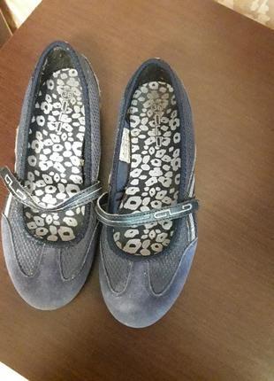 Спортивние туфли