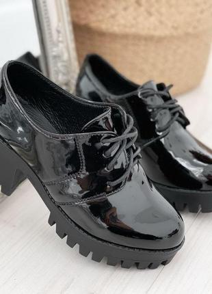 Туфли лаковые на каблуке