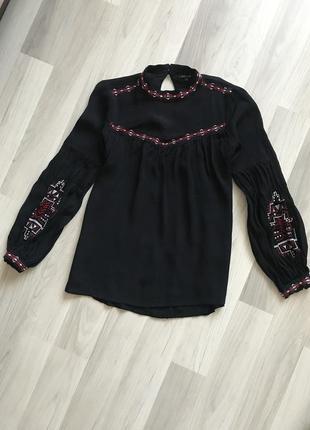 Красива блуза з вишивкою від river island