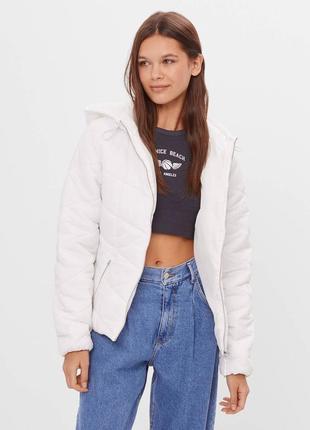 В наличии новая куртка с капюшоном bershka