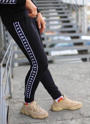 Спортивные штаны kappa 2.0 черные с белым лампасом
