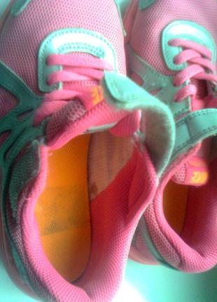 Кроссовки для девочки nike revolution 2 555091-011 silver citrus pink kids, размер 3010 фото