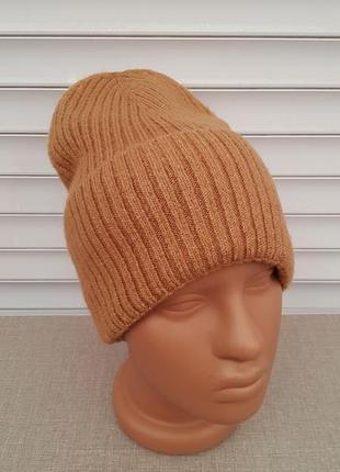 Стильная осенняя женская шапка бини