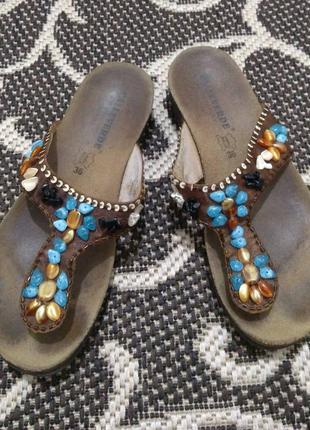 150 гривен любая пара обуви,100 любые следующие