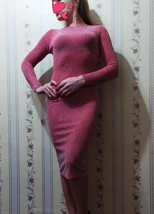 Фірмове плаття за коліно, стильне та красиве