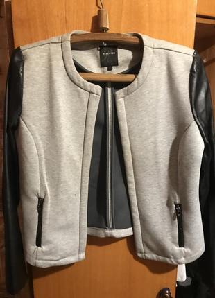 Женская куртка пиджак ветровка