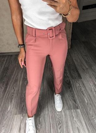 Розовые брюки с поясом