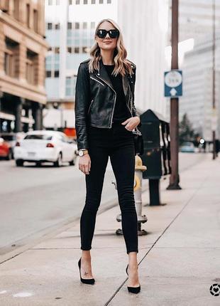 Чёрные джинсы с высокой талией