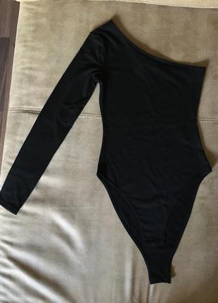 Новое черное боди на одно плечо