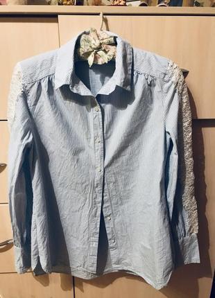 Обворожительная рубашка с оригинальными рукавами и вставками из кружева