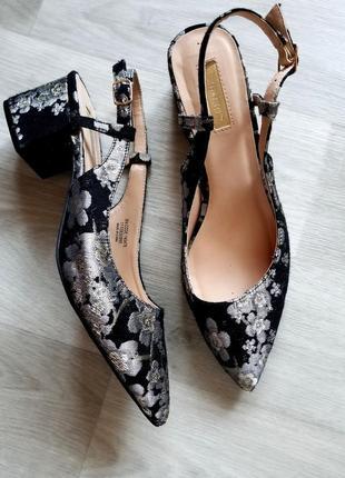 Лодочки туфли с вышивкой босоножки туфли острый носок