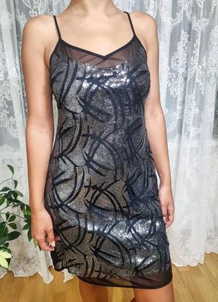 Коктейльное платье в пайетках на тонких брителях