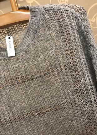 Очень красивый и стильный брендовый вязаный свитерок-оверсайз серого цвета.