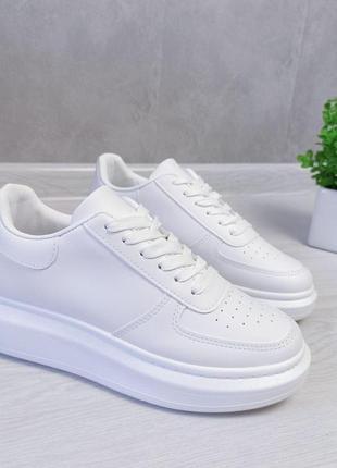 Женсие кроссовки