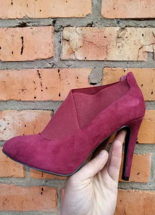 Туфель - ботинок, с верху резинка на любой подьем