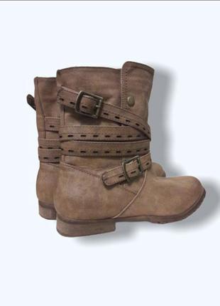 Осенние деми сапожки ботинки с ремешками