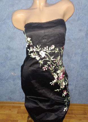 Шикарное платье бюстье с вышивкой сбоку
