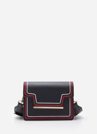 Красивая сумка с широким ремешком