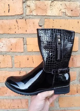Высокие утеплённые ботинки, материал лак