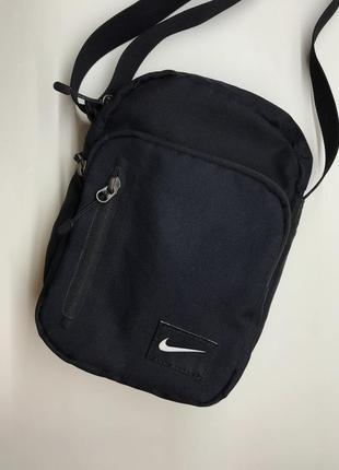 Мужская классная чёрная сумка через плече nike оригинал топ