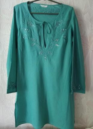 Лёгкое платье/туника с вышивкой и пайетками.
