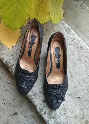 Черные кожаные туфли. шкіряні чорні туфлі