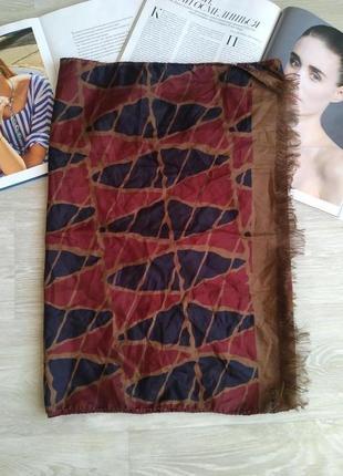 Большой красивый шелковый шарф