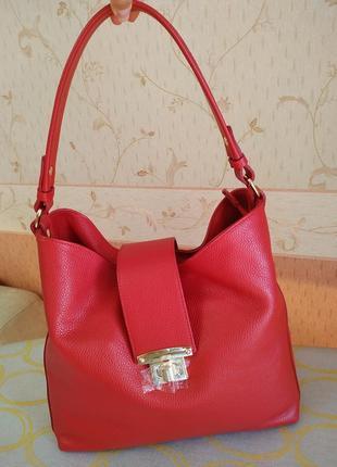Класная, красная сумка.