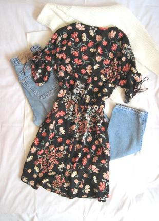 Актуальное цветочное платье на пуговках h&m