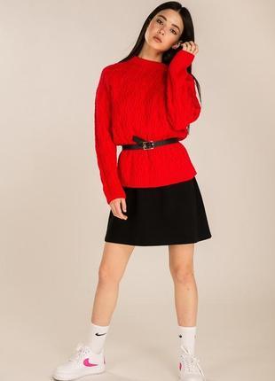 Женский вязаный свитер оверсайз с узорами косичек