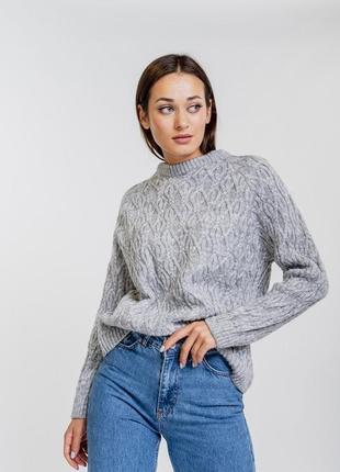 Женский свитер оверсайз с косичками