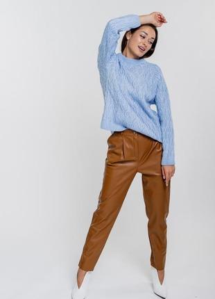 Женский вязаный свитер оверсайз с косичками