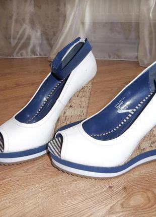 Туфли на танкетке платформе