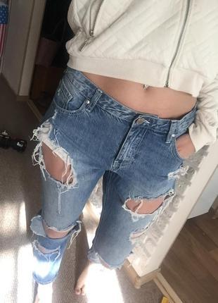 Рваные джинсы mohito