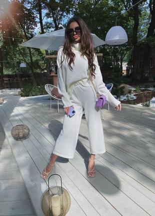 Идеальный модный молочный костюм ( штаны клеш и свитер) на осень