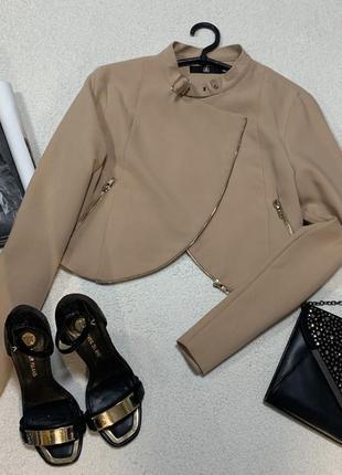 Стильный пиджачек,размер s