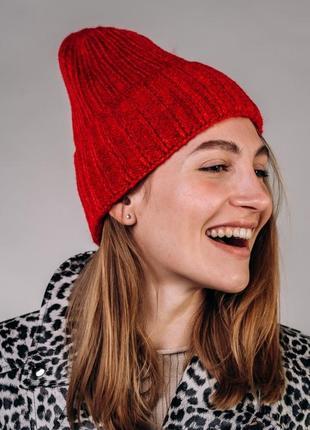 Женская шапка из мягкой машинной вязки