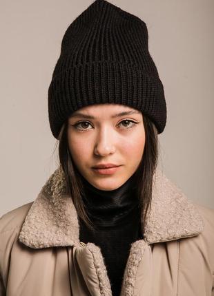 Высокая вязаная шапка женская с отворотом