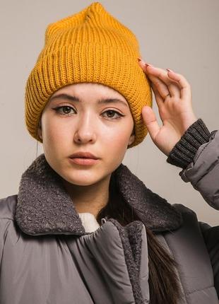 Женская шапка вязаная высокая с отворотом